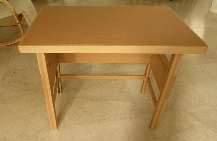 שולחן מקרטון