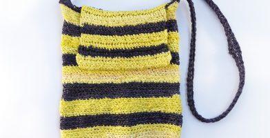 התיקים של שחר: תיק פסים צבעוני ותיק דבורה